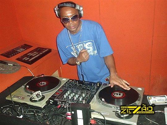 DJ Tadeu swingando geral no fim de semana