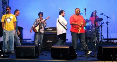 Samba rock com a banda Dzara na galeria