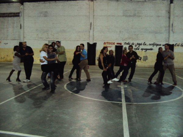 Aulas de samba rock com Rony Nóbrega