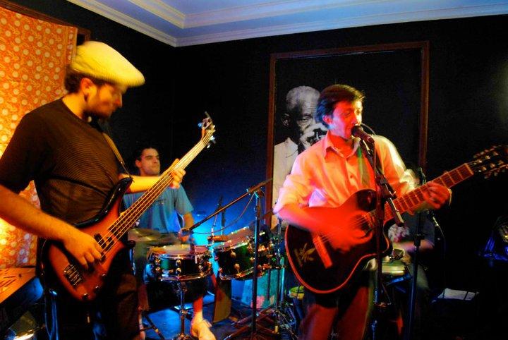 Cantores e bandas: Vini Ciccarelli e banda ZambaZim