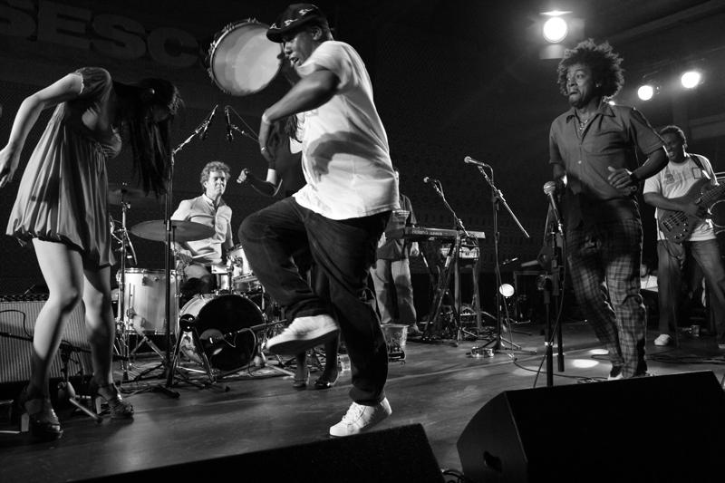 Fotos   Show da Banda Sambasonics no Sesc Pompéia