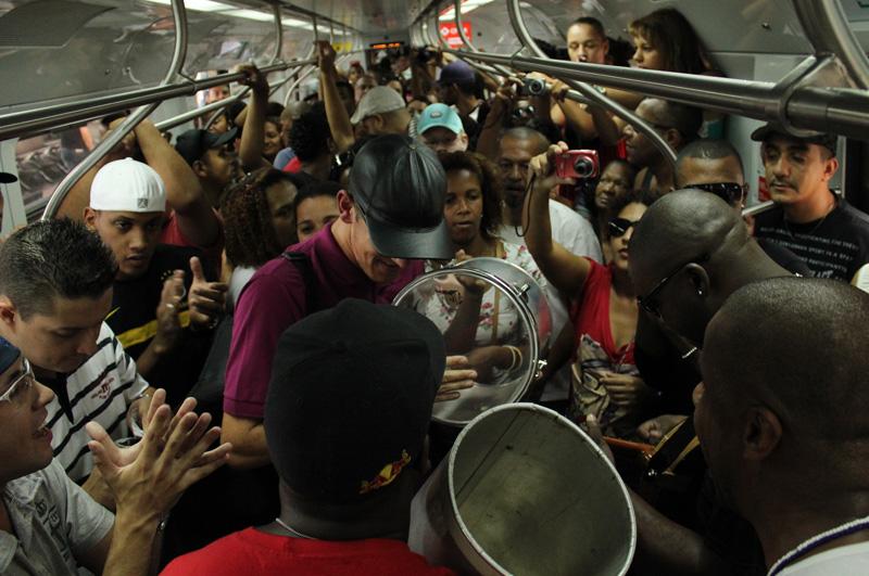 Fotos | Samba no Trem leva multidão e sambistas para os vagões