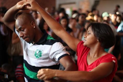 Casal dançando samba rock - Foto: Samba Rock Na Veia