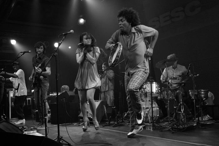 Sambasonics realiza grande show no SESC Pompéia