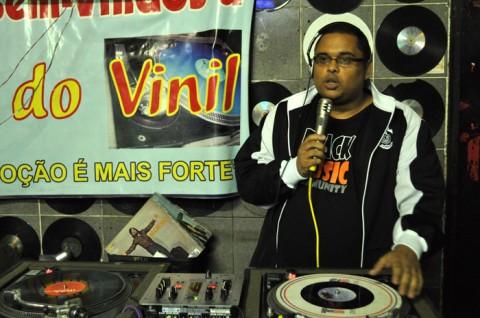 DJ Lu na Liga do Vinil - Foto: Samba Rock Na Veia