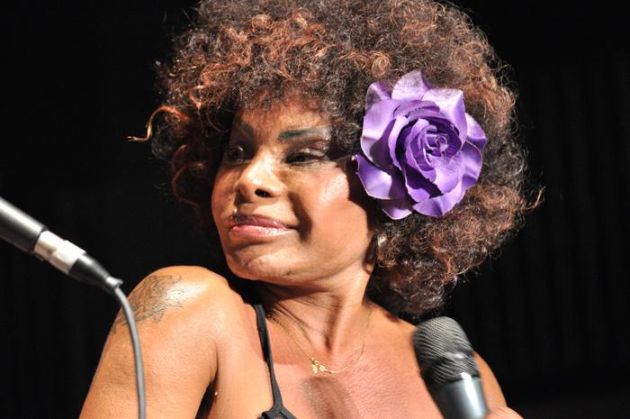 Elza Soares faz show e convida Gaby Amarantos
