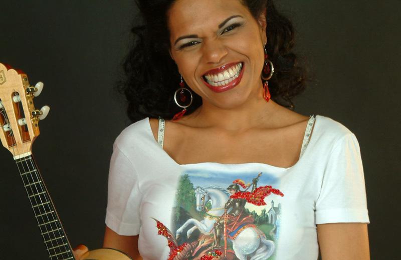 Show com clássicos do samba na voz de Ilcéi Mirian