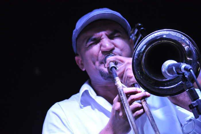 Trombonista Jorginho Neto faz show com participação especial