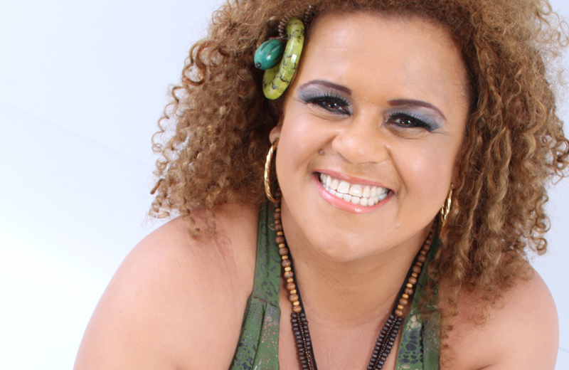 Jurema Pessanha faz show de tributo às Damas do Samba