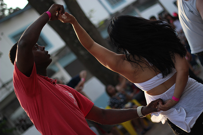 A origem do samba rock e sua influência nos bailes blacks