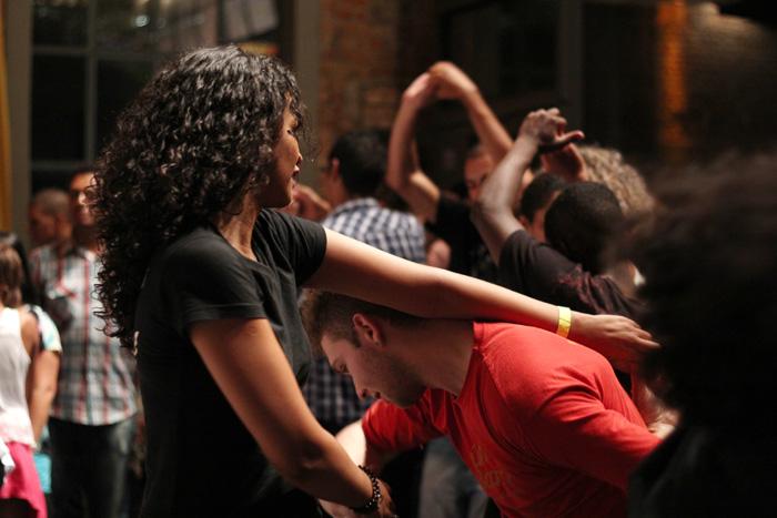 Cultura, gastronomia e a magia da dança a dois: isso é Samba Rock Plural