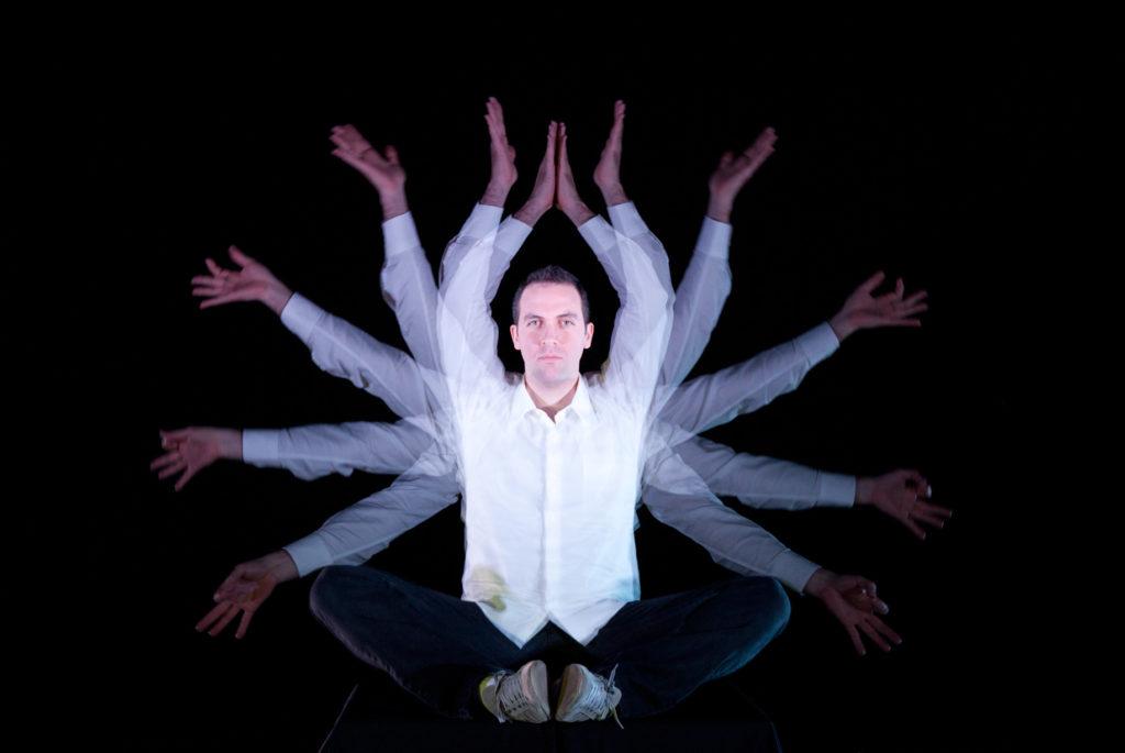 Alexandre Grooves comemora Troféu Cata-vento, pré-indicação ao Grammy e lançamento no Japão