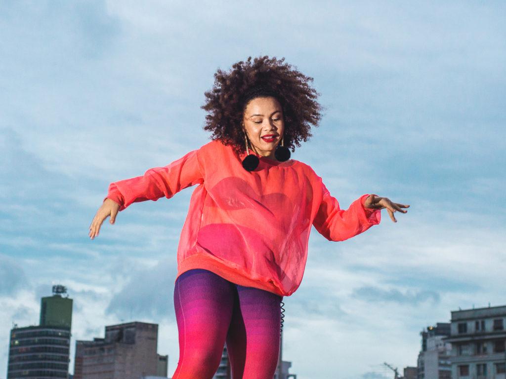 DJ Miria Alves leva samba rock às atividades de dança do SESC Itaquera