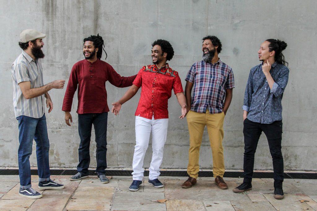 Banda Bola de Meia se apresenta na cidade de Sorocaba em show gratuito