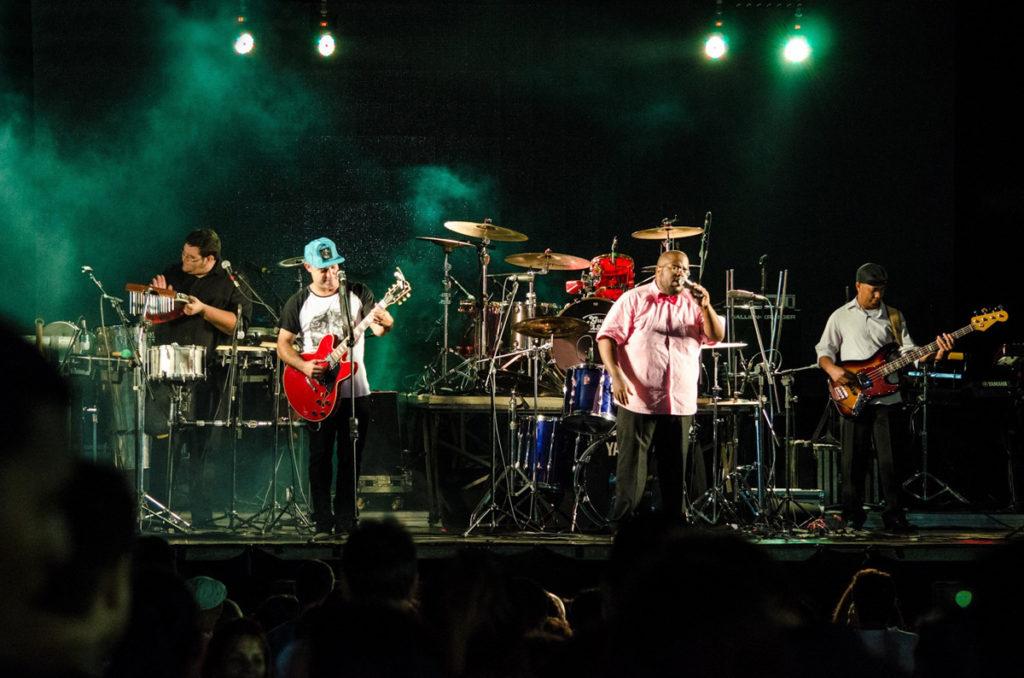 Banda Zumbalanço realiza show gratuito no SESC